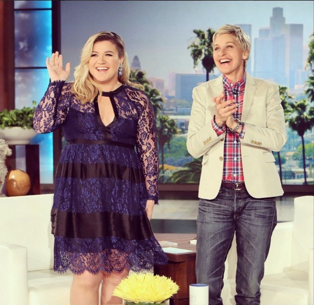 Kelly-Clarkson-lace-dress-Ellen-Degeneres-show